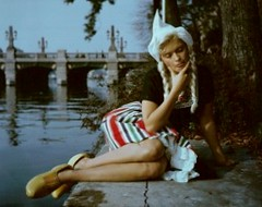 Jayne Mansfield in Volendams Kostuum (poedievanlaar) Tags: jayne mansfield amsterdam volendam costume fashion amstel hotel dutch netherlands holland fotosessie actress old hollywood sex symbol