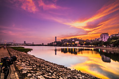 2016.10.16 Burning Sky (Tony.L Photography) Tags: sony a7markii sonya7m2 a7m2 fullframe zeiss fe1635 f4 za oss macau macautower skytower lake dawn landscape citynight night purple orange