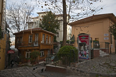 Around Agya Sophia (Bahanick --(Next upload: Istanbul shots)) Tags: camera blue original light tower art colors up look composition contrast turkey dark for reflex raw torre foto with arte bright image sofia good picture shapes istanbul palace mosque spices egyptian saturation su ottoman bazaar visual emotions per curiosity colori topkapi harem con luce bosphorus romanic minarets cistern forme sensation galata hagia riflesso moschea composizione scuro sensazioni immagine turchia emozioni suleymaniye chiaro bosforo tonality costantinopoli egizio bisanzio visivo solimano