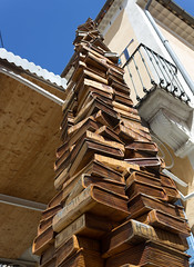 Wooden books Sculpture Tower LE BLEUET (guillaume.delrio) Tags: wood sculpture france tower wooden store village books sud bleuet banon