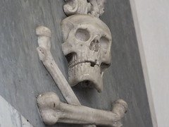 Skull and Crossbones (John of Witney) Tags: church grave skull memorial oxfordshire crossbones stswithun comptonbeauchamp
