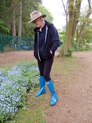 Easy like Sundays 018 (Glimmer Rat) Tags: wellies rubberboots gummistiefel wellingtons gumboots rainboots hunterwellingtons