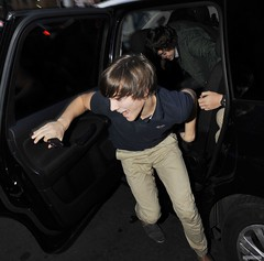 (One Direction Archive) Tags: uk funnyface london funny tshirt running carshot runningaway xfactor funnyexpression beigetrousers bluetshirt onedirection louistomlinson