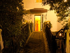 doorway (max.hau11) Tags: entrance eingang tr door brcke bridge haus house licht light nacht night einladung invitation invite landhaus cottage rural lndlich