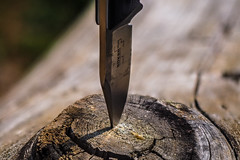 time for a break! :o) (Florian Grundstein) Tags: macro knife wood break structure texture bker boeker product technic nature steel op
