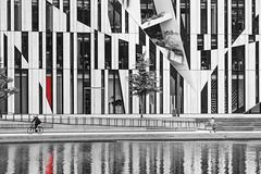 K Bogen Dsseldorf (TobiT.) Tags: k knigsallee kbogen dsseldorf blackandwhite architektur nrw water spiegelung