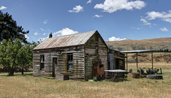 A colonial farm house that somehow still survives, Southland, New Zealand (brian nz) Tags: abandoned old dilapidated derelict house building home farmhouse farm sheep southland newzealand nz oldandbeautiful aged wooden firre fireplace decaying decay rural roadmapchesssmoggy