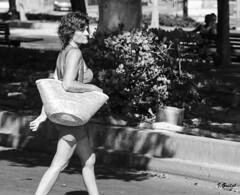 Almas extraas (Eibar010) Tags: almeria d7000 nikon street streetphoto monochrome blanco y negro 85mm candid streetportrait