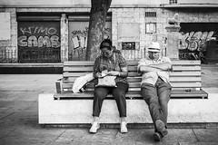 Pepe Reyes-160825-020 (Pepe Reyes (jorego)) Tags: 2016 mlaga pzadelamerced bn banco barrios centro durmiendo fotografacallejera pareja sentados streetphotography