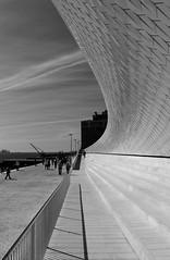 MAAT Sol e Sombra (Jorge Laurentino) Tags: maat lisboa lisbon tejo museu electricidade energy canon eos500d sol sun shine brilhante arte moderna modern art bridge ponte 25deabril punk branco white luz light