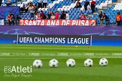 Partido Atltico de Madrid (1-0) Bayern Munich (Esto es Atleti) Tags: atleti atleticodemadrid bayern champions championsleague fasedegrupos munich ucl uefa uefachampionsleague vicentecalderon miscelanea pelotas balones