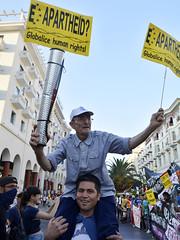 (Jabatophoto) Tags: abuelo refugiado refugee anciano hombros thessaloniki grecia greece manifestacin protest caravana borders