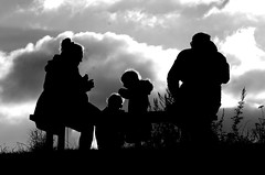 Family is not an important thing. It's everything. - Michael J. Fox (Knarfs1) Tags: rein familie picnic silhouette bank himmel sw