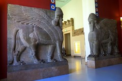Pergamon Museum in Berlin - Gate to Assyrian room (Sokleine) Tags: sculpture animals porte gate antiquities archeology pergamonmuseum museum musée berlin deutschland germany allemagne red rouge lamassu assyrian history double two deux zwei