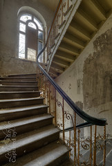 Wonka Mansion (LeiV Photo) Tags: urban house abandoned stairs nikon decay exploring places treppe forgotten urbanexploration mansion huis exploration maison deserted trap hdr urbanexploring urbex escaliers leegstand trappen verlaten leivphoto wonkamansion
