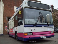 First Great Yarmouth 42921 EU05AUN (Joe (Norwich Bus Page)) Tags: 2 pointer great first dennis yarmouth dart nbp slf plaxton 42921 eu05aun norwichbuspage