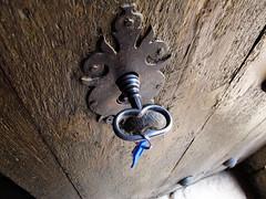 LLave / Key (Rafa Gallegos) Tags: cervatos cantabria espaa spain llaves llave keys antiguo vintage old puerta door