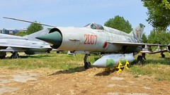 MiG-21R c/n 94R020007 serial 2007 Romania Air Force (sirgunho) Tags: muzeul aviatiei bucharest romania aviation museum boekarest romeni romanian air force preserved stored aircraft aeroplane jetfighter helicopter jet plane planes mig21r cn 94r020007 serial 2007