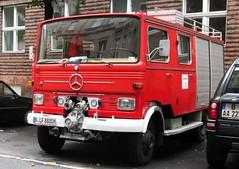 Mercedes Benz LP (larssimon) Tags: berlin schneberg kantensteinlegende feuerwehr lschfahrzeug mercedesbenzlp kubischekabineleicht