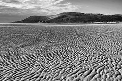 Deserted (PeteZab) Tags: empty deserted lowtide sand beach seaside westshore llandudno greatorme hill ripple texture wales uk peterzabulis zabzone petezab mono blackandwhite bw