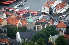 2016-07-18 S9 JB 100349#cotu-2 Bergen, Kreuzkirche (cosplay shooter) Tags: korskirke kreuzkirche bergen norway norwegen norge floyen 201607 x201608 100b