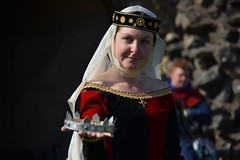 I offer you the crown (jan.ashdown) Tags: red caldicotcastle caldicotmedieval fashion reenactment caldicot fairytale costume princess queen medieval crown