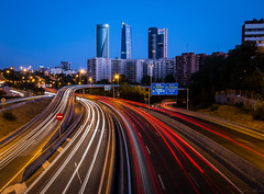 Madrid! (Puenting1) Tags: madrid ocaso dusk luces lights rascacielos skyscrappers skyscrapper longexposure largaexposicin canonefs1022mmf3545usm canoneos70d canon
