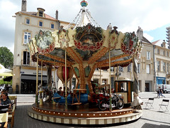 Karussell (onnola) Tags: metz lothringen frankreich lorraine france alsacechampagneardennelorraine moselle karussell carousel carrousel flugzeug airplane motorrad motorbike ballon balloon