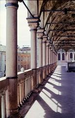 Palazzo della Ragione (franz_brocchi) Tags: leica leicaiii industar padova veneto portici columns shadows light color fujifilmsuperia vintage rangefinder analogicait film analog