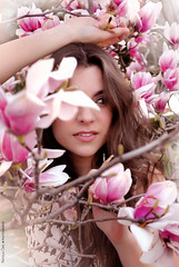 Enamorarse y no (NROmil) Tags: pink portrait flores tristeza flickr retrato amor alma young rosa mario bella mirada dolor belleza dulce petalos benedetti enamorarse