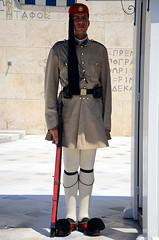 ΠΛΑΤΕΙΑ ΣΥΝΤΑΓΜΑΤΟΣ - ΕΥΖΩΝΑΣ, 03/07/2012. (George A. Voudouris) Tags: soldier greek tomb hellas athens greece unknown 2012 omonia syntagmasquare omonoia greekparliament omoniasquare βουλη αθηνα ελλαδα συνταγμα omonoiasquare μνημειο νεαδημοκρατια ευζωνεσ antonissamaras πλατειασυνταγματοσ αντωνησσαμαρασ αθηναι αγνωστου στρατιωτη