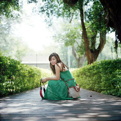 . (Da✞a) Tags: portrait girl cc even rolleiflex28f 綠 zeissplanar80mmf28 kodakportra400 彰化藝術高中