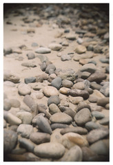 Pebbles (~eloise~) Tags: tlr film beach mxico analog 35mm mexico diy sand rocks stones rocky playa pebbles arena kit analogue imadethis mazatlan sinaloa rocas pebbly piedras rollo mazatln pelcula guijarros piedritas anloga rocosa piedrecitas recesky