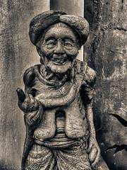 figura de piedra Bali (pukito79) Tags: bali indonesia abuela piedra figura pukito79 fujifilmx10 fujix10 fotopukito