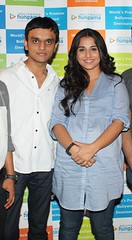 Vasant Chauhan with Vidya Balan - promotional event of Kahaani (Vasant Chauhan) Tags: bollywood mumbai vidya vasant 2012 chauhan balan kahaani itsvasant vasantchauhan