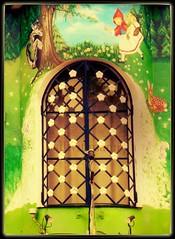 Chapeuzinho Vermelho e o Lobo Mau (silwittmann) Tags: brazil green sc window colors wall brasil fairytale paint lamps blumenau chapeuzinhovermelhoeolobomau