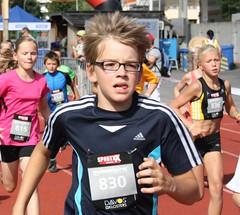 Nice glasses (Cavabienmerci) Tags: girls boy sports boys girl sport race schweiz switzerland à suisse marathon running mini run course davos pied laufen lauf graubünden grisons courir swissalpine