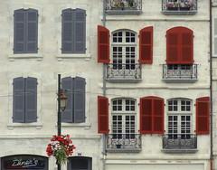 Bayonne (blafond) Tags: windows france architecture shutters euskadi bayonne basquecountry volets fenetres paysbasque pyreneesatlantiques