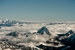Mount Everest and the Roof of the world, Himalaya, seen from Mountain Flight (eriktorner) Tags: nepal wallpaper snow airplane border tibet peaks himalaya everest mounteverest mountainflight sagarmatha qomolangma airphotos buddhaair flygfoto flightphoto