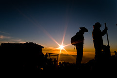 12388ft (Jose Rentera Cobos) Tags: sky sun color silhouette japan sunrise fuji pentax wide wideangle colores mountfuji cielo summit approved dslr ultrawide japon climbers granangular montefuji k7 14mm samyang