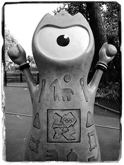 Wenlock (Simon Crubellier) Tags: city uk england london westminster statue canon europe britain ixus olympics westend wenlock london2012 londonist simoncrubellier ixus70 58174mm