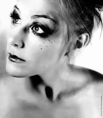 Luce nera (NROmil) Tags: white black luz ana dance eyes noir chica dancing negro young bn ojos bella mirada bailarina bailar