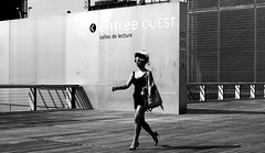 At the bookcase (pascalcolin1) Tags: paris13 bnf femme woman chapeau hat lunettesdesoleil sunglasses tatouages photoderue streetview urbanarte noiretblanc blackandwhite photopascalcolin
