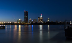 UNO-City Wien (*Gegenlichtfreundin*) Tags: sterreich austria wien vienna uno unocity wolkenkratzer hochhuser blauestunde donau langzeitbelichtung reichsbrcke lzb nachtaufnahme