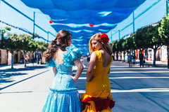 Good friends (Leo Hidalgo (@yompyz)) Tags: canon eos 6d dslr reflex yompyz ileohidalgo fotografa photography vsco feria de mlaga andaluca gitana vestido dress fair spanish