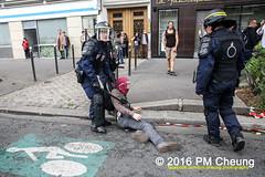 Manifestation pour l'abrogation de la loi Travail - 15.09.2016 - Paris - IMG_8022 (PM Cheung) Tags: loitravail paris frankreich proteste mobilisationénorme cgt sncf euro2016 demonstration manifestationpourlabrogationdelaloitravail blockaden 2016 demo mengcheungpo gewerkschaftsprotest tränengas confédérationgénéraledutravail arbeitsmarktreform lesboches nuitdebout antagonistischenblock pmcheung blockupy polizei crs facebookcompmcheungphotography polizeipräfektur krawalle ausschreitungen auseinandersetzungen compagniesrépublicainesdesécurité police landesweitegrosdemonstrationgegendiearbeitsmarktreform loitravail15092016 manif manifestation démosphère parisdebout soulevetoi labac bac françoishollande myriamelkhomri esplanadeinvalides manifestationnationaleàparis csgas manif15sept manif15 manif15septembre manifestationunitairecgt fo fsu solidaires unef unl fidl république abrogationdelaloitravail pertubetavillepourabrogerlaloitravaille
