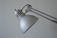 moodless lighting; (sean_o_connire) Tags: lamp dull paint wall mood moodless lighting light room