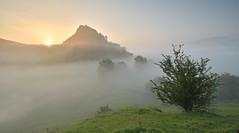 Delayed Sunrise (Andrew Mowbray) Tags: sunrise chromehill walkinginderbyshire whitepeak derbyshirestaffordshireborder parkhousehill mist earlymorning peakdistrict peakdistrictnationalpark reefknoll