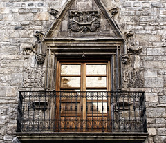 Balcones con historia, Jaca. (Noem pl.) Tags: balcn antiguo piedra filtro jaca figuras tallados ventanas