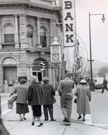 Photo - Pedestrians near National State Bank on Pearl St., 1957